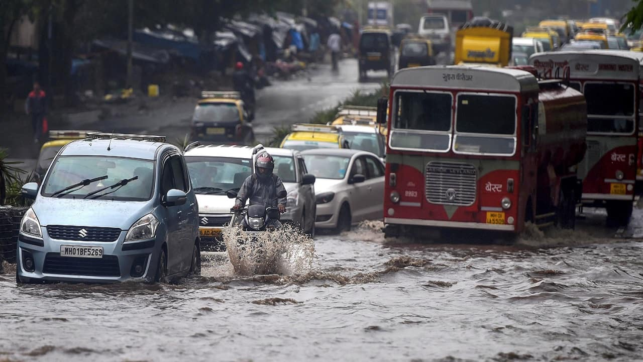 Heavy rains lash Mumbai: Flights delayed, rail services hit