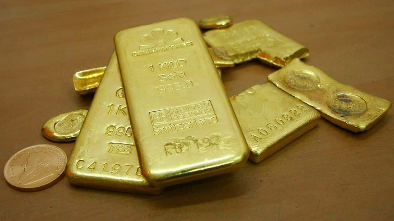 Gold price surges to new lifetime high of Rs 48,886 per 10 gram, silver gains Rs 1,055 per kg