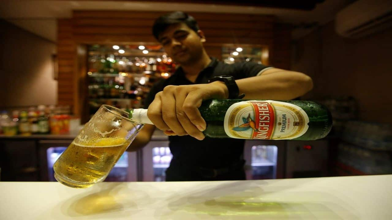 Bar owners welcome Maharashtra government's move to cut license fee