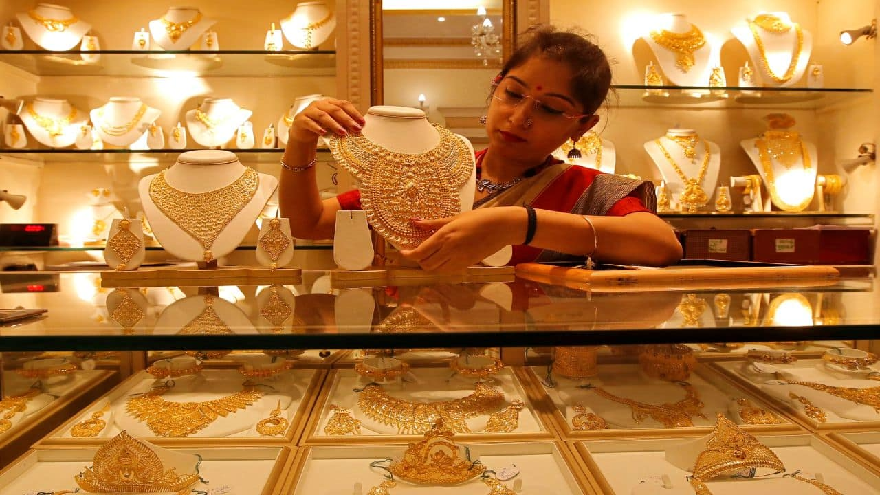 Gold prices fall marginally to Rs 50,976 per 10 gram, silver drops Rs 362 a kg