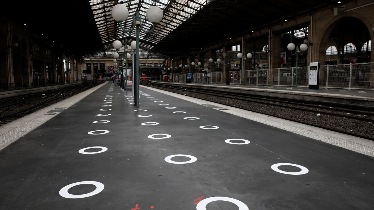 Plastic circles are seen on the ground indicating where to stand to respect social distancing on a platform at the Gare du Nord train station in Paris, France, May 5, 2020. (Image: Reuters)