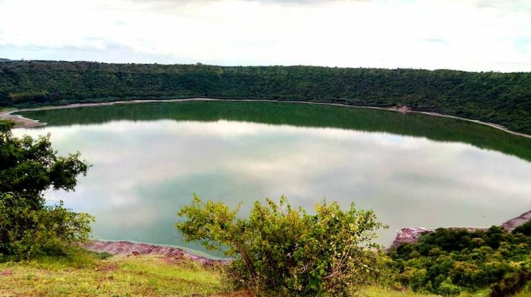 Lonar Lake in Maharashtra has turned red and no one knows why ...