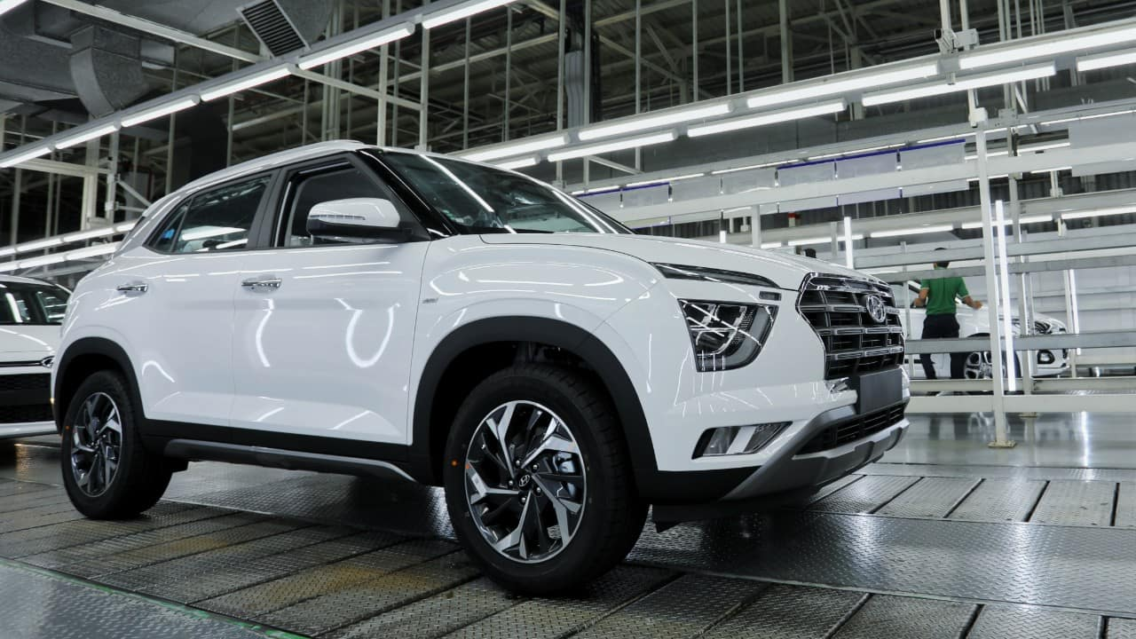 Hyundai Venue | Rs 8.64 lakh | Next on the list is the Hyundai Venue powered by the company's first 1-litre turbo in India. It produces 120 PS of power and 172 Nm of torque. The Venue also gets more transmission options in the form of a 6-speed manual, 6-speed iMT and a 7-speed DCT automatic.