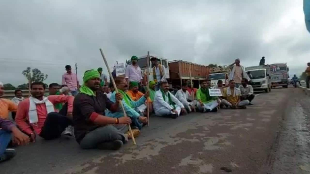 Farmers staged protest in U.P against the news farm bill. (Image: News18)