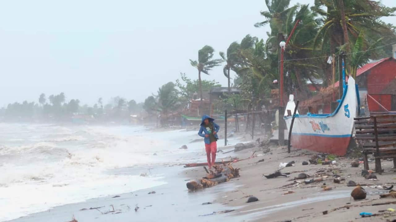 Super typhoon Goni makes two landfalls in Philippines, one million evacuated
