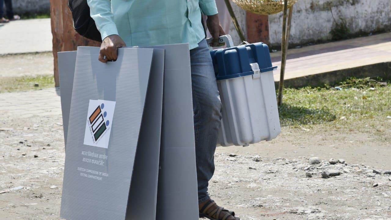 West Bengal Election 2021 | 4 die in Cooch Behar violence; EC stops polling