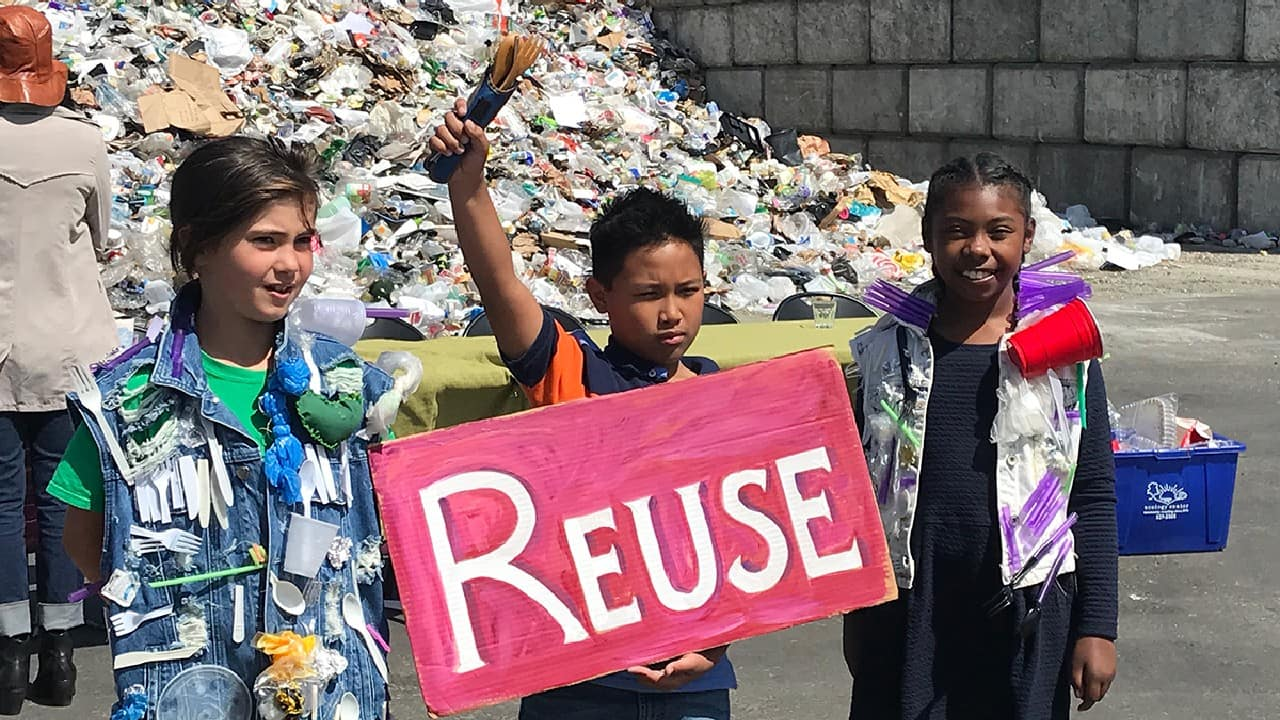 Aiming to engage young people in the fight against plastic pollution, a Zero Waste classroom in Berkeley, California has managed to generate only a jar of waste (a little less than a litre) during the entire school year. (Image: Jacqueline Elbing-Omania (Germany) via UN)