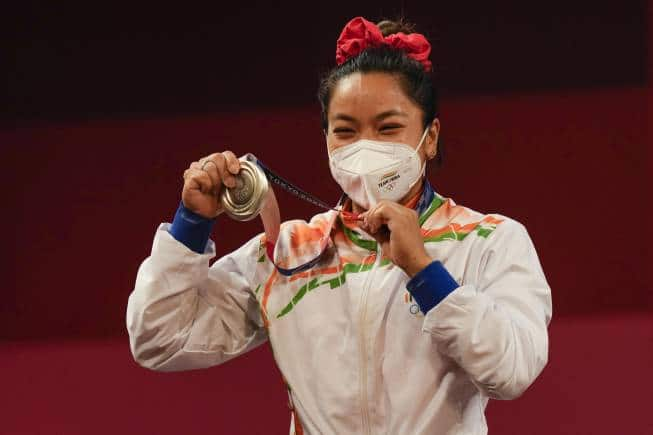 Tokyo Olympics: Mirabai Chanu wins Silver in weightlifting; China leads medal tally