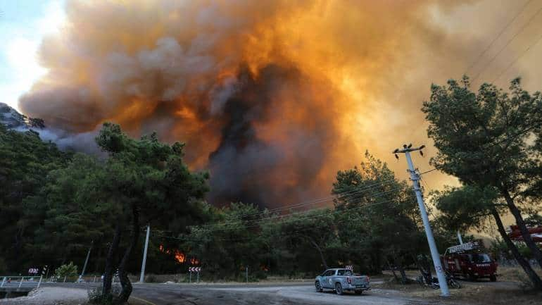 Fires and floods: Can science link extreme weather to climate change?