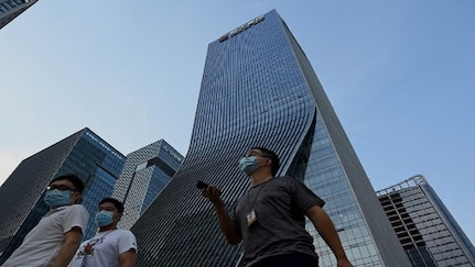 How should retail investors deal with the Evergrande crisis?